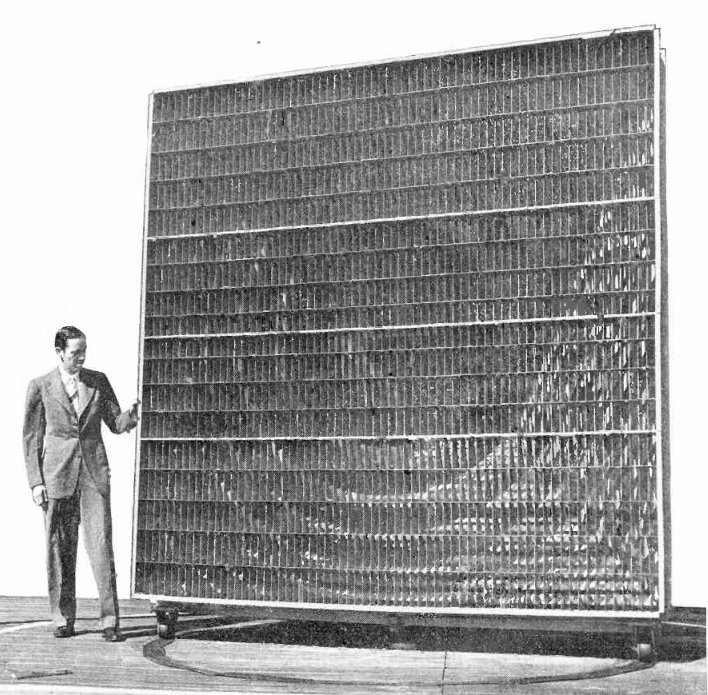 Metallic_lens_antenna_Bell_Labs_1946.jpg